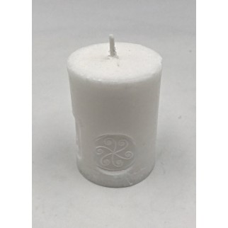 a small eco and vegan candle with the peace and harmony symbol engraved on the wax
