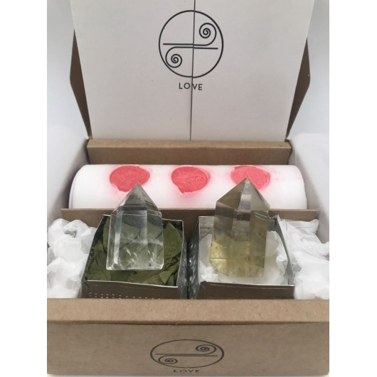 gift box with the love celebration ritual, with all the steps and the candle, quartz white and citrine
